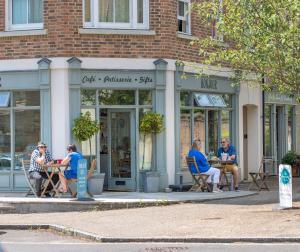 Bonjour Cafe in Babeny Walk